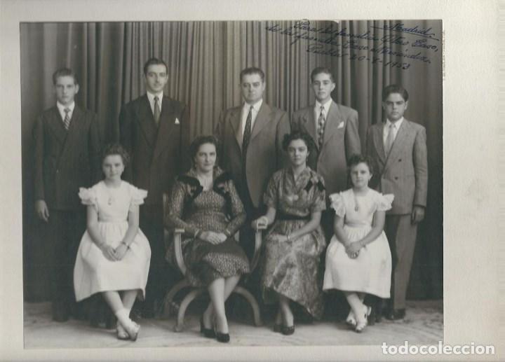 HOMBRES Y MUJERES ENTRE 20 Y 60 AÑOS PERFIL FAMILIA CLÁSICA, PARA VIDEOCLIP EN MADRID